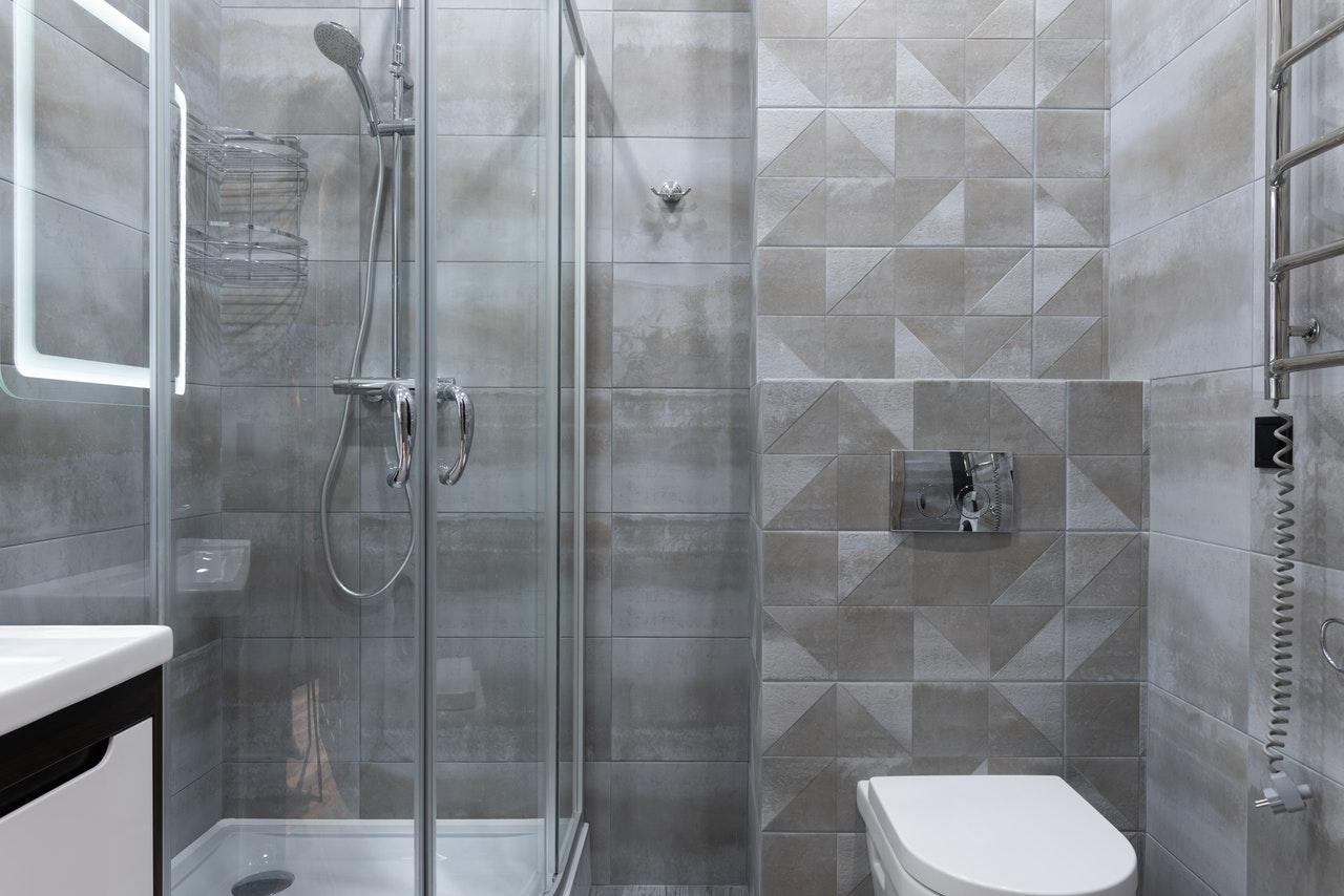 Jakie szkło wybrać do kabiny prysznicowej?
